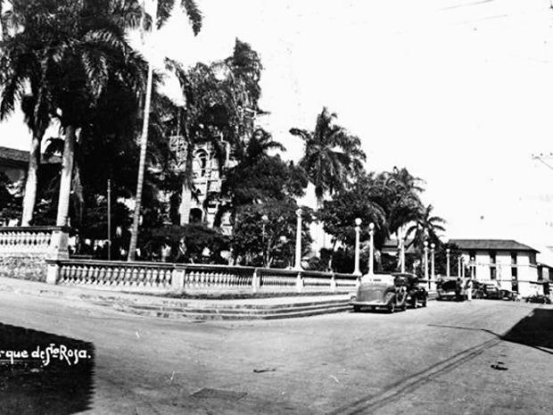 Diego Carrejo Murillo: El antiguo Parque de Santa Rosa, antes de la ampliación de la carrera 10. Aixamar LópezFOTOS ANTIGUAS SANTIAGO DE CALI