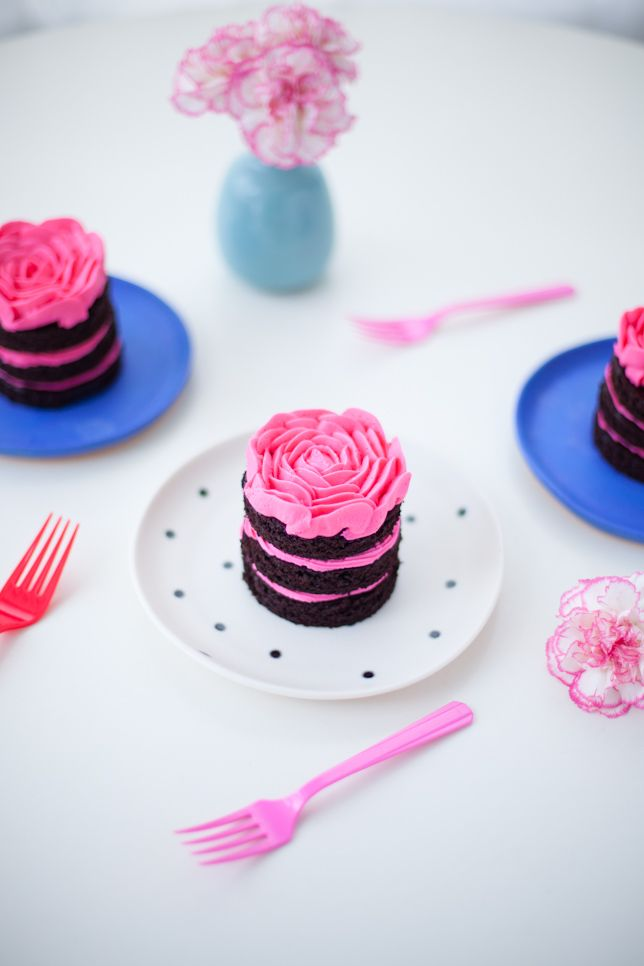 rose petal cakes by Coco Cake Land