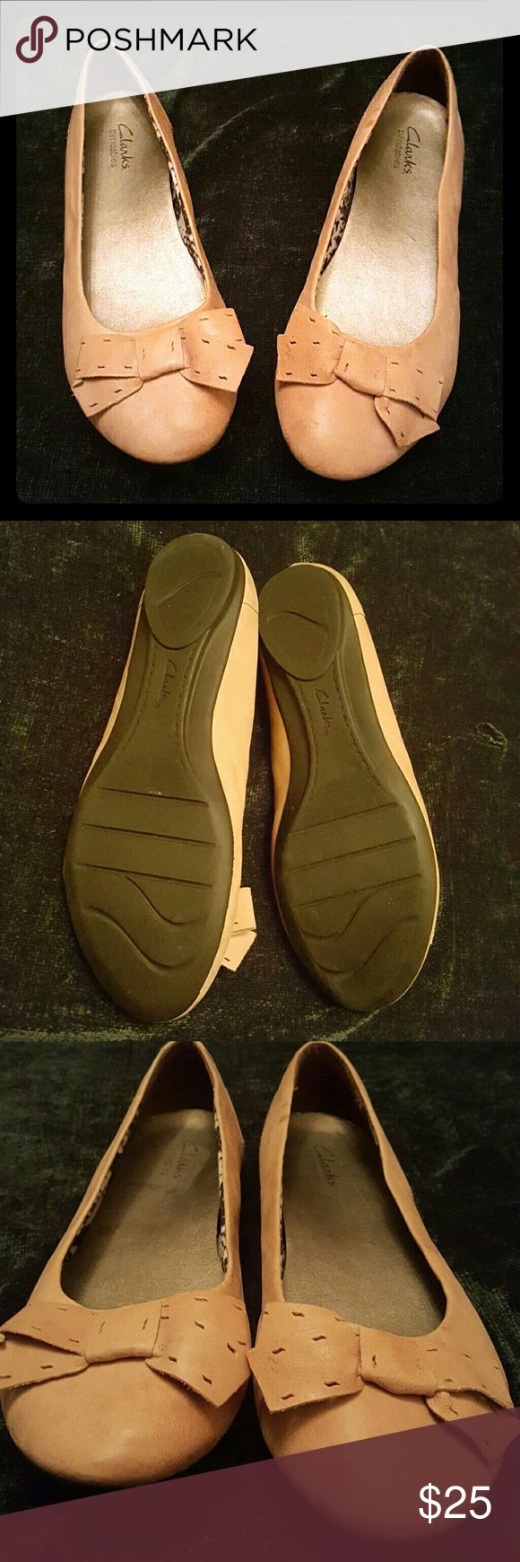 Clarks Ballet Flats Clarks Beige/Camel colored ballet flats NWOB. I wore these maybe 3 or 4 times, as you can see from the photos there is no visible wear or tears or discoloration. I hardly ever wore them. These babies are SUPER SOFT!! Size 9.5. Smoke free home. Clarks Shoes Flats & Loafers
