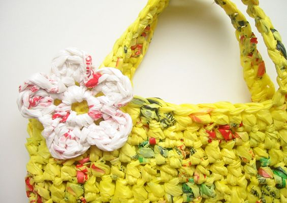 How to make plarn (yarn made from plastic bags) & crochet an eco-friendly tote. Love this idea!Plastic Grocery, Plarn Crochet, Plastic Bags, Bags Tutorials, Crochet Bags, Grocery Bags, Totes Bags, Bags Bags, Crochet Plastic