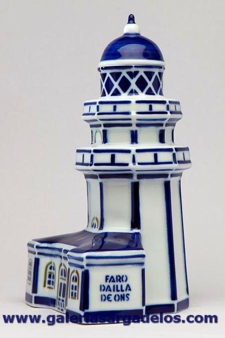 La colección de faros de Sargadelos es una de las de mayor éxito.  El faro de Ons protege la Ría de Pontevedra y es uno de los lugares más visitados de la última isla habitada de Galicia.  La casa del farero se encuentra adosada a la base del faro. Fábrica de cerámica de Sargadelos- CERVO-Lugo- Galicia-SPAIN