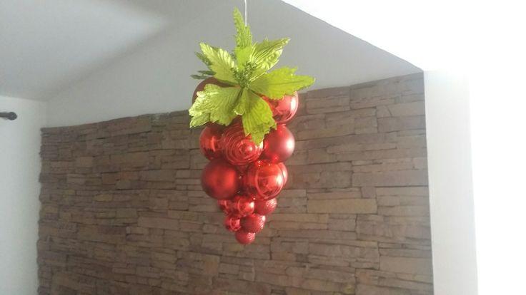 Racimo de uvas con bolas de Navidad