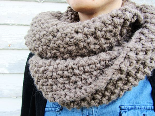 How to knit a chunky infinity scarf.  Super quick knit, chunky wool, large needles, and just knits and purls.