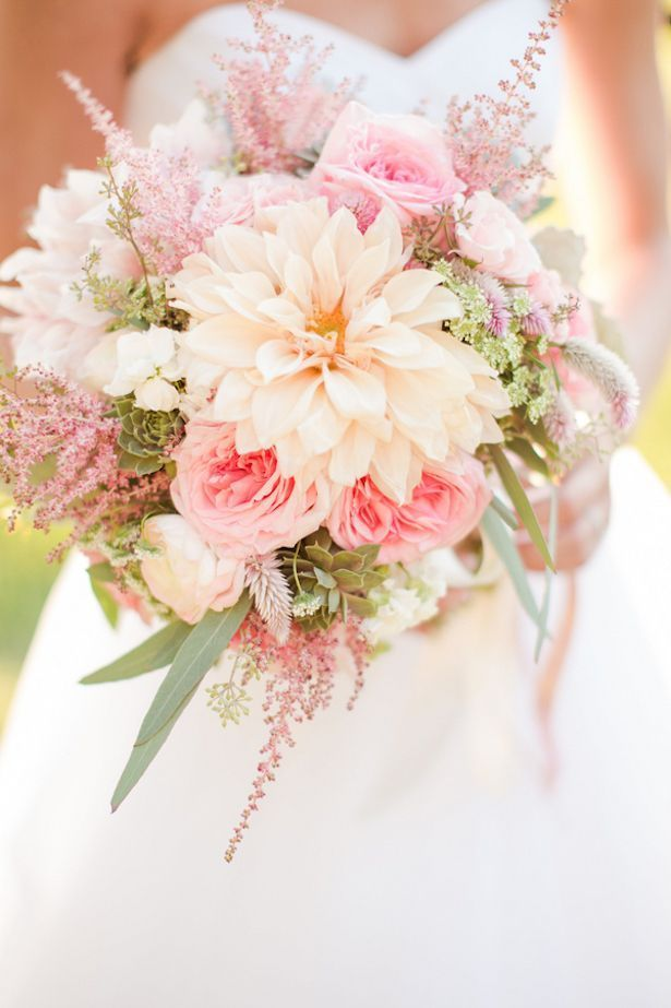 This peach and coral wedding bouquet is perfect for a summer celebration! | Photographer: Katelyn James