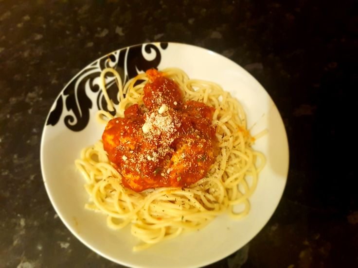 Minced Turkey breast meatballs with spaghetti (349 calories 2g fat 38g protein) #goodnutrition #physicalactivity #goodfood #vegetables #JuicePlus #healthymeal #healthyfood #healthy #health #exercise #eatclean