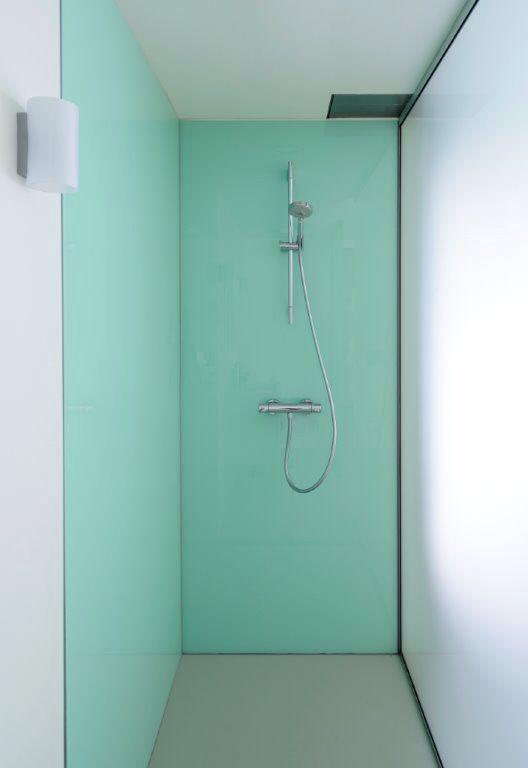 Lacobel glas, green pastel 1604, wandbekleding douche ruimte.