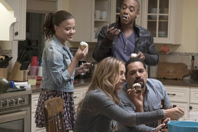 Still of Drea de Matteo{Tess Nazario}, Vincent Laresca {Carlos Espada}, Hampton Fluker {Marcus Tufo} and Sarah Jeffery{Cristina Santos} in Shades of Blue (2016)