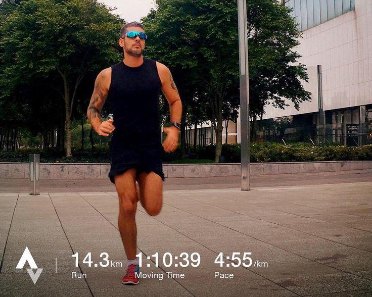 Então vamos celebrar! O treino de hoje me deixou absurdamente feliz!! Enquanto corria eu me dei conta de algo muito importante: A maratona de Porto Alegre está quase chegando e eu estou no finalzinho do treinamento. Mas o que me deixa mais feliz é que eu estou MUITO BEM. Mas muito mesmo! Estou treinando bem me alimentando bem e o melhor sem absolutamente NENHUMA dor!! Eu sinto dores musculares como qualquer pessoa depois de um treino pesado. Mas sabe aquela dorzinha safada que fica ali…