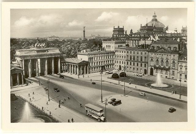 berlin souvenir 1930s pariser platz mit blick auf tiergarten krolloper siegess ule und. Black Bedroom Furniture Sets. Home Design Ideas