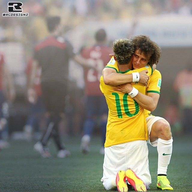 This is why I love Brazil....they work as a team.