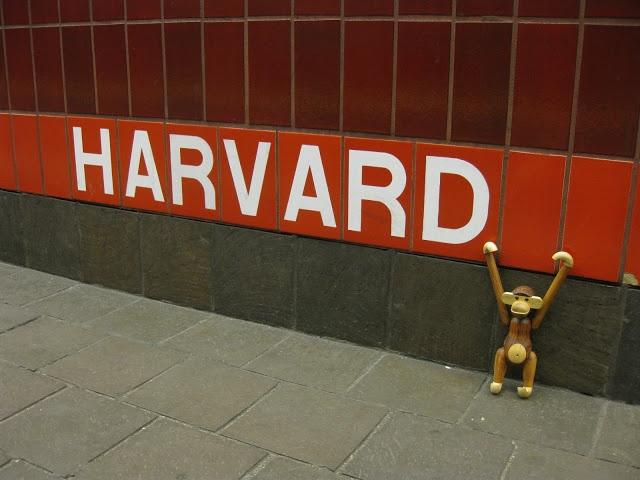 pientä mutta suurta: Harvard metro station, Boston, USA