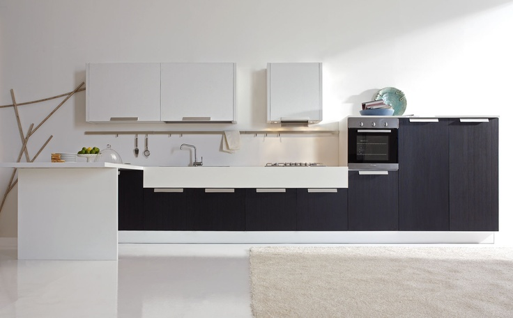 Glossy melamine of the new generation, and larch melamine finishes with vertical grain, are the coverings of Erika model.