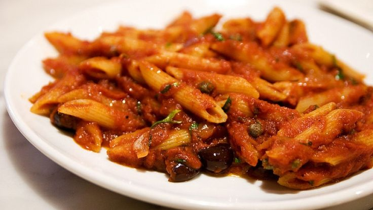 Penne with puttanesca sauce. How to make a perfect puttanesca sauce. food photos