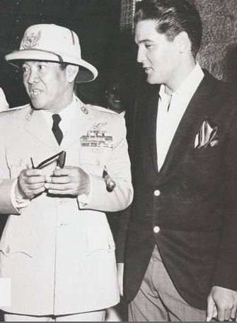 Sukarno & Elvis Presley on 'Blue Hawaii' Set