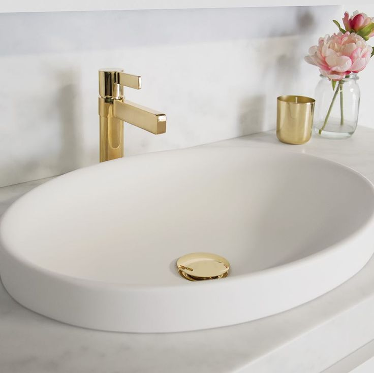 E L E G A N C E ✖ The Martini Ritz Basin Mixer in Polished Gold is the perfect statement piece to achieve that elegant bathroom style. Finish it off with a matching Polished Gold Universal Plug & Waste. Shown here on the @adpaustralia Dignity semi-inset basin #regram #jamiejtapware