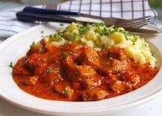 Maďarská kuchyně je i u vás doma velmi oblíbená. Vyzkoušejte si připravit vepřový paprikáš s domácími haluškami. Autor: Naďa I. /rebeka/
