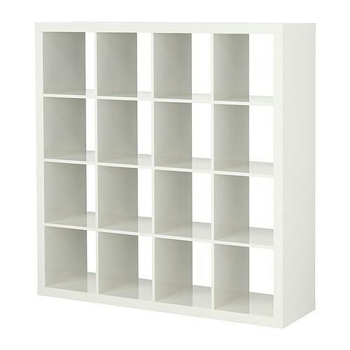 De Dressoir vervangende IKEA Expedit kast, verschaft net wat extra opslag =).