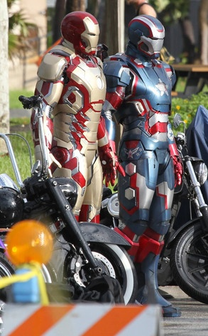 Robert Downey Jr., Iron Man suits for Iron Man 3, no flipping way!! I think I'm gonna die!!!!!  Can't wait!