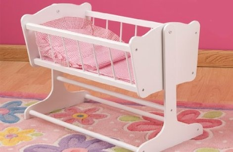 Help your favorite Butterflies & trade doll get her beauty rest with this perfectly adorable cradle. Features a movable cradle with sturdy white legs.