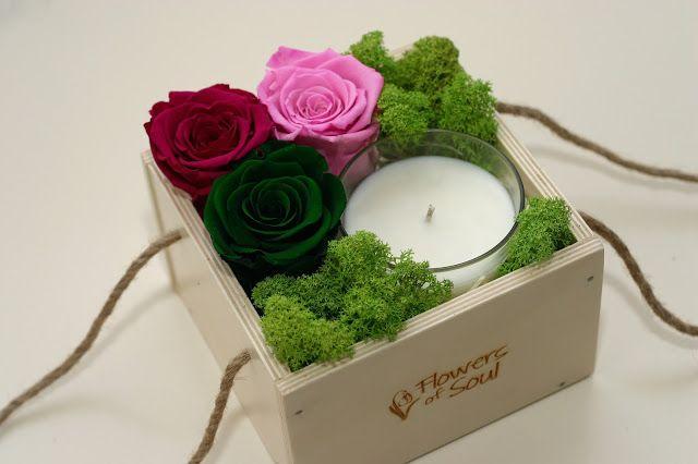 Flowers of Soul: Cutie din lemn cu trandafiri criogenati si lumanare din ceara de soia