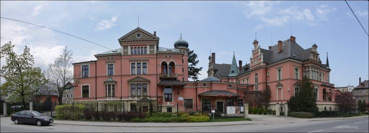 Pałac w Bielawie. A w zasadzie willa Chrisiana Dieriga właściciela zakładów włókienniczych na terenie Dolnego Śląska. Wybudowana została w XIX wieku. Od 1999 roku w rękach prywatnych. Znajduje się w niej hotel i SPA.