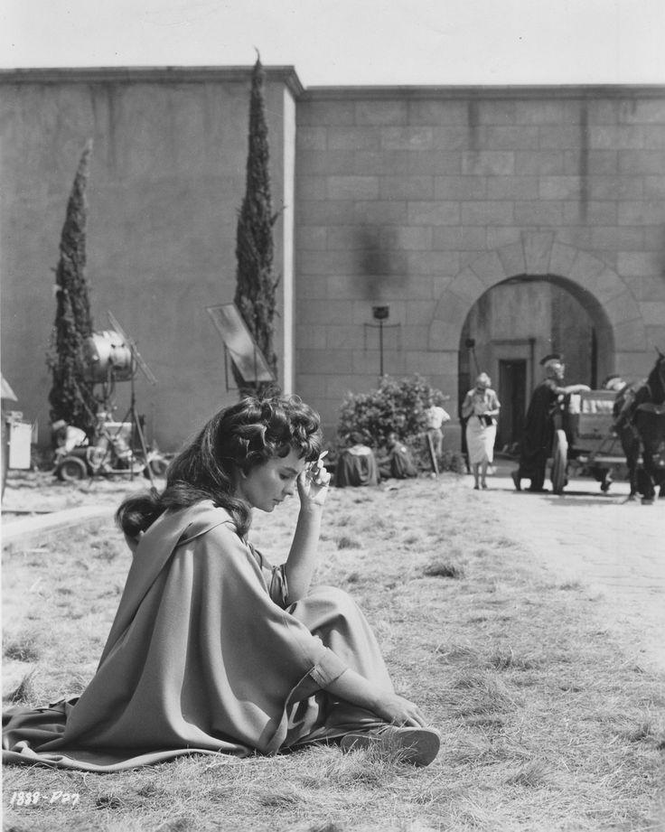 """Jean Simmons descansando en el rodaje de """"Espartaco"""" (Spartacus), 1960"""