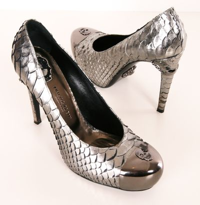 If you love skulls, then these belong in your closet! Philipp Plein steel toed pumps with a silver chain around the heel that has a Philipp Plein label inscribed. Metal skull embellishment on the sole that is subtle yet bold.