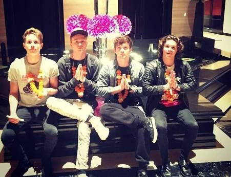   THE VAMPS A BIG HIT WITH FANS IN INDIA!   http://www.boybands.co.uk