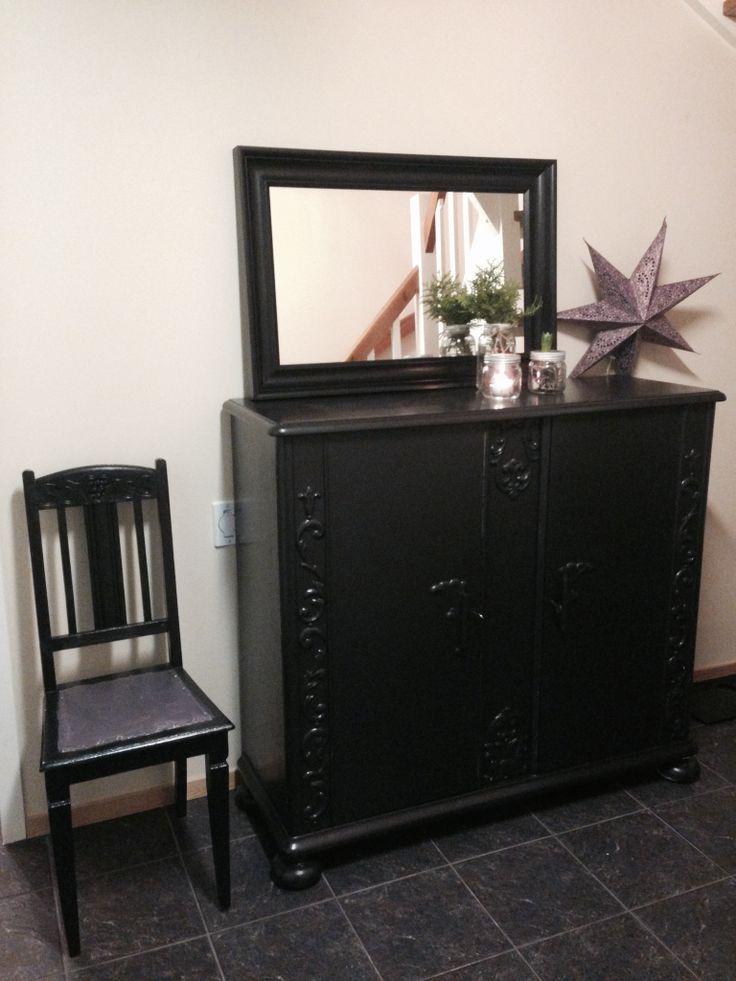 Dempet sort, nearlyblack cupboard