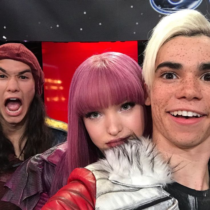 dancingabc: We had a WICKED awesome time with the #Descendants2 cast this week. Thank you so much for giving us a sneak peak of what to expect in your new movie AND showing us your scary good moves! #MovieNight #DWTS
