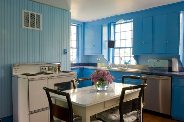 Retro 1940 39 s kitchen in blue beadboard house kitchen for Nantucket style kitchen