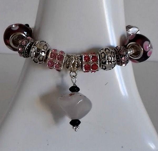 Superbe bracelet esprit Pandor, sur la bélière une exceptionnelle agate gris translucide entre 2 palets de tourmaline noire, : Bracelet par creationsannaprague
