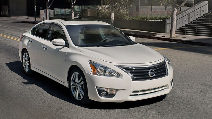 2015 NISSAN ALTIMA®  3.5 SL shown in Pearl White.