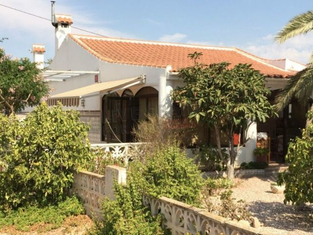 Reduced to 199000€. Large 3 bed house with pool on 5000m2 plot in countryside setting. Ref: La Mu SSA