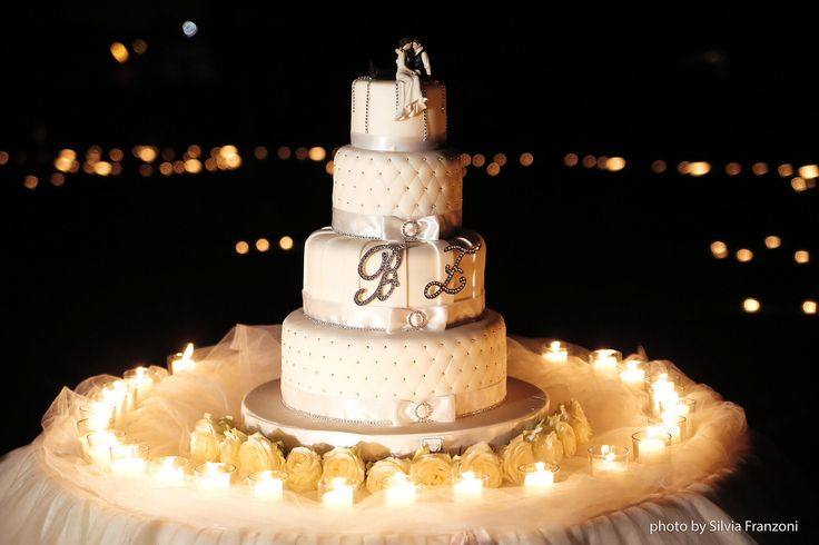 Romantiche wedding cake con iniziali Swarowsky , Le Torte di Giada , Brescia Italy , www.tortedigiada.com