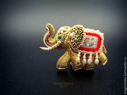 Броши ручной работы. Ярмарка Мастеров - ручная работа. Купить Брошь Индийский Слон, талисман, вышивка золотом. Handmade. Золотой