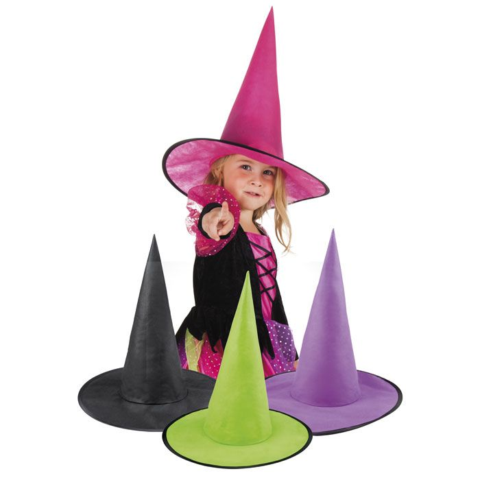 Mooie heksenhoed van stevig non-woven materiaal! Roep alle heksen bij elkaar en organiseer een leuk griezelfeestje met heksensoep, spinnen en suikerspin als rag. Heerlijk! Leuke actieve spelletjes op de bezem. Oke, ik draaf nu door. Maar ik zie het gewoon helemaal voor me want deze hippe heksenhoeden zijn er niet alleen in creepy zwart maar ook in het paars, roze en fel groen.   Erg leuk ook bij de halloween snoep pompoen emmertjes beschikbaar in dezelfde kleuren.