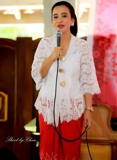 lovely white kebaya More