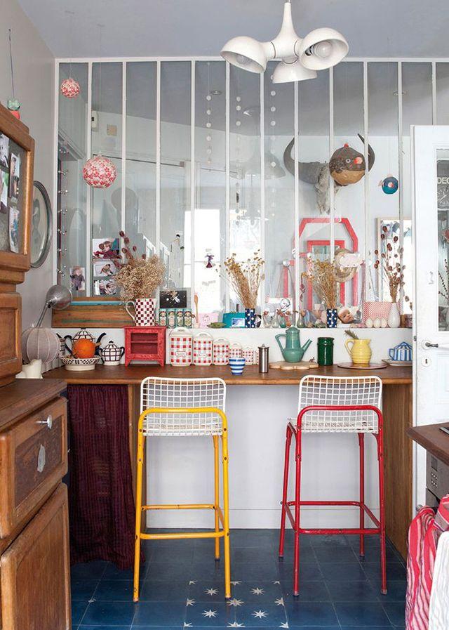 Big industrial windows / Une verrière blanche pour illuminer une cuisine pop
