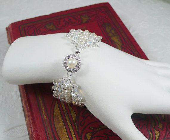 Pulsera de perlas tejida con broche de diamantes por IndulgedGirl