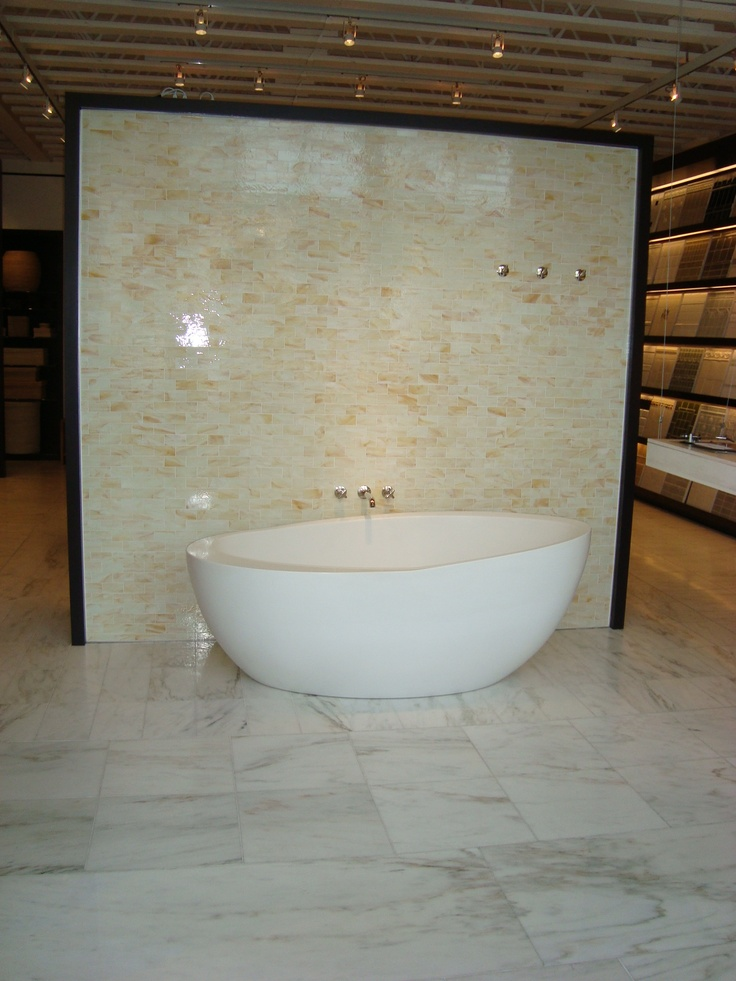 Waterworks Los Angeles Showroom Repose Surfaces 25 Display Our Showroom Also Has Waterworksbathroom Fixturesbathroomsshowroomdallaslos Angeles