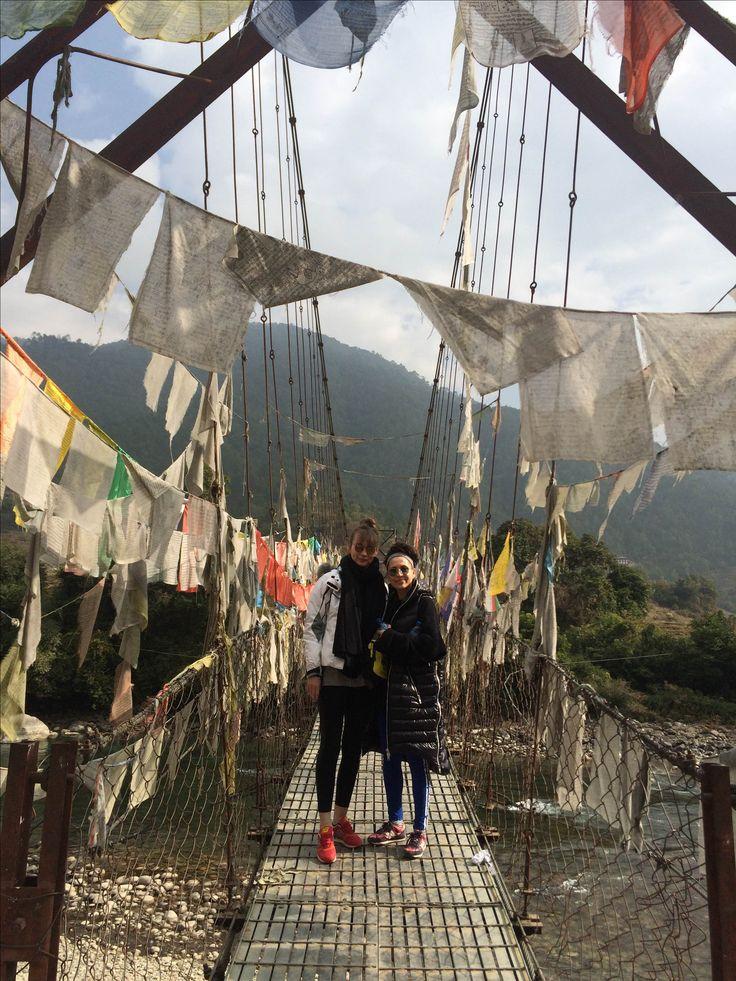 Mosty łączą ludzi! Most w Bhutanie jest wyjątkowy, piękne chorągiewki powiewają roznosząc pozytywną energie, jak w UMMA PARO SPA