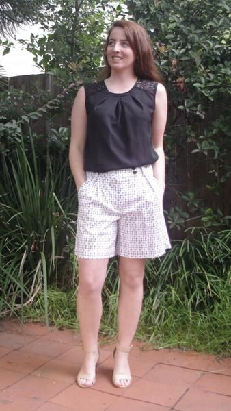 Abygail black and white starburst print shorts