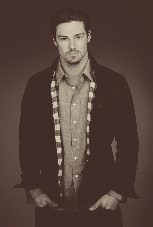 Jay Ryan I miss you on go girls