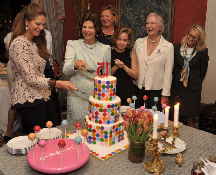 Sophie la girafe Cosmetics and Childhood co-operation announced at Childhood 15th Anniversary in NYC 25th Sept 2014. Childhood Foundation founder Her Majesty Queen Silvia of Sweden, and Her Royal Highness Princess Madeleine shared their vision of childhood: the work is based on the UN Convention on the Rights of the Child (UNCRC). Read more at: www.childhood.org #sophielagirafecosmetics #childhood #queensilvia #princessmadeleine #charity #childrenrights