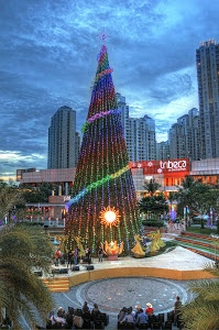 Christmas Tree by Harsono Chin -  Click on the image to enlarge.
