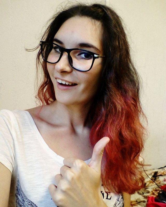 """""""Променять концерт на кофе и печеньки?Боже, как я докатилась до такого!🙈🙈🙈 Теперь Алина просто обязана скрасить мой вечер прогулками по центру!)) Как-нибудь покрашу волосы в голубой, пусть пока будут розовые...) . . . . . . . . . . #pinkhair #pinkcolor #haircolor #glasses #fine #smile #goodday #like #instamood #instalike #like4like #hairstyle #fit #sport #metalhead #fun #ekaterinburg #music #photooftheday #style #russia #mood #instagood #"""" by @darya_art_. #capture #pictures #pic #exposure…"""