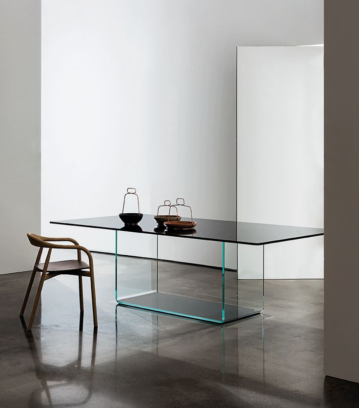 The expression of lightness and elegance Valencia #table #sovet #sovetitalia #glass #design