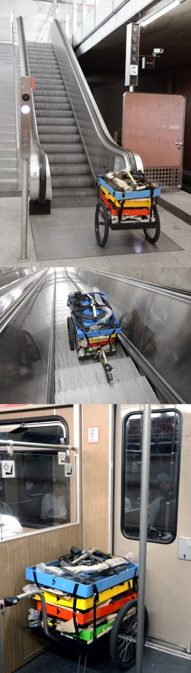 Mit dem Fahrradanhänger in der U-Bahn und auf der Rolltreppe unterwegs zur Messe Muenchen
