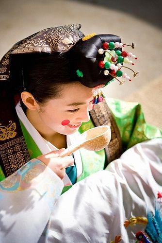 Traditional Korean bride
